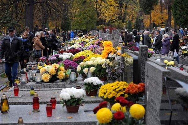 polonia-todos-santos-celebracion-del-dia-de-todos-los-santos-en-varsovia-00599x0