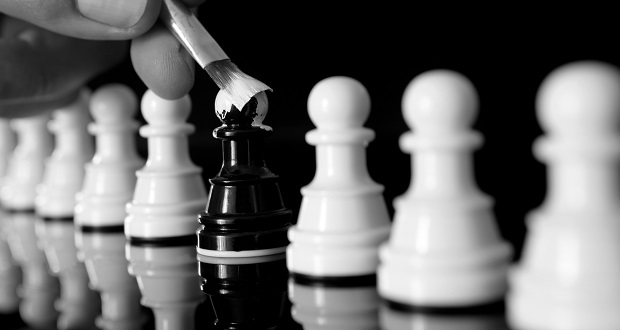 identity-different-black-and-white-chess-pieces-620x330.jpg